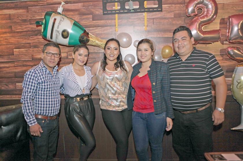 Iván Campero, Litzi Salinas, Abril Salinas,  Jahaira Montero y Claudio Lafuente
