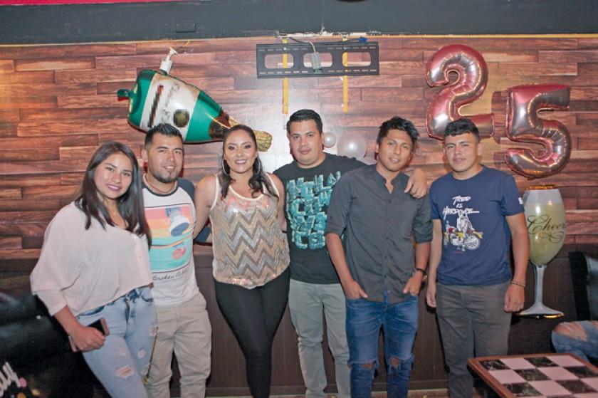 Celina Estrada, Luis Alfaro, Abril Salinas, Enrique Moscoso, Jonathan Salinas y Marcos Alfaro.