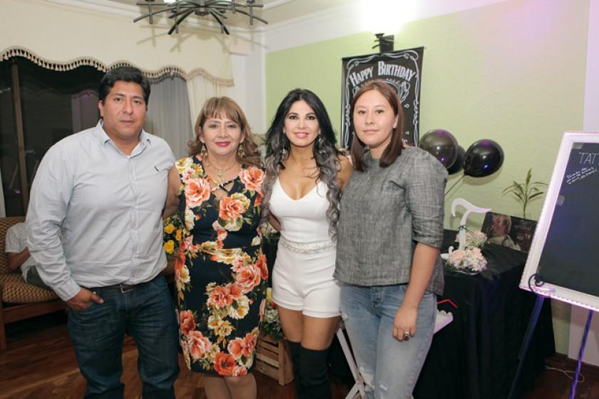 Carlos Torres, Margarita Padilla, Tati y Menaliz Zárate.
