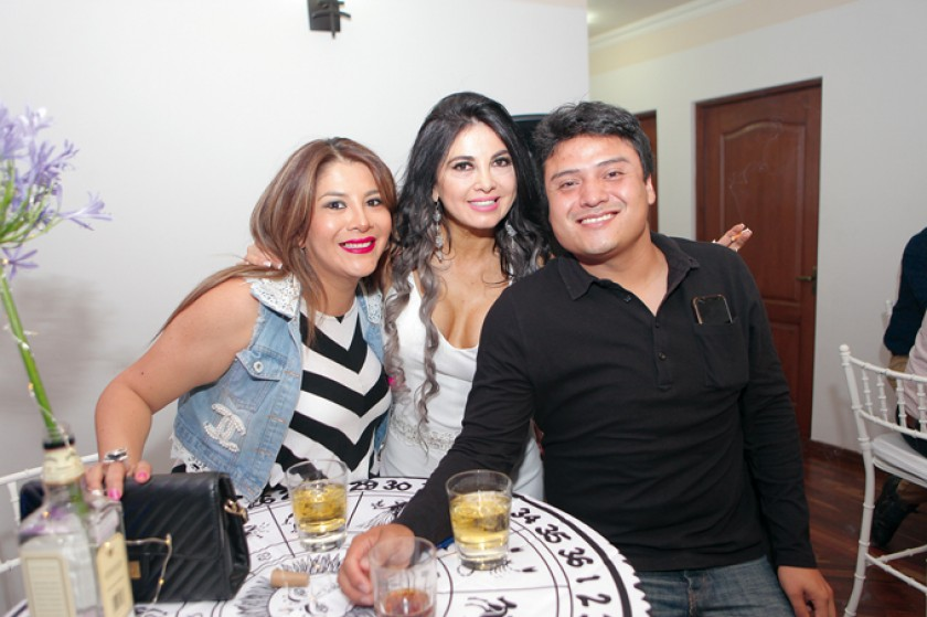 Berchisita Andrade, Tati Zárate y Rodrigo Armas.
