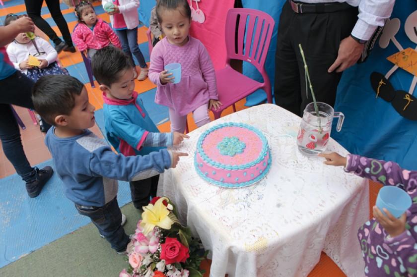 La deliciosa torta de cumpleaños deseada por los niños.