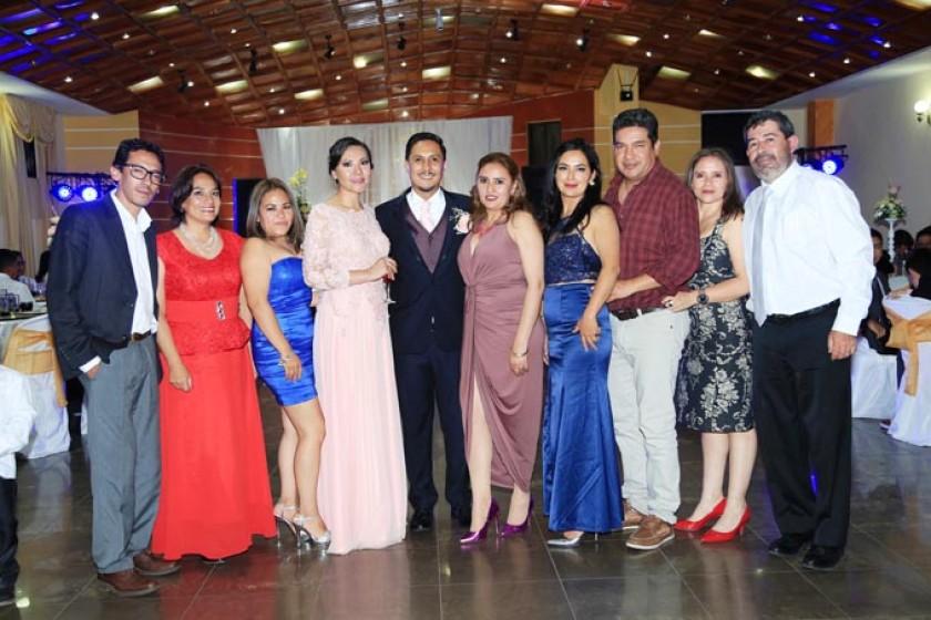 osé Antonio Aramayo, Laura Mendoza, Lidy Padilla, los novios, Lorena Grajeda, Maritza Arroyo, Marcelo Bejarano, Lubinka
