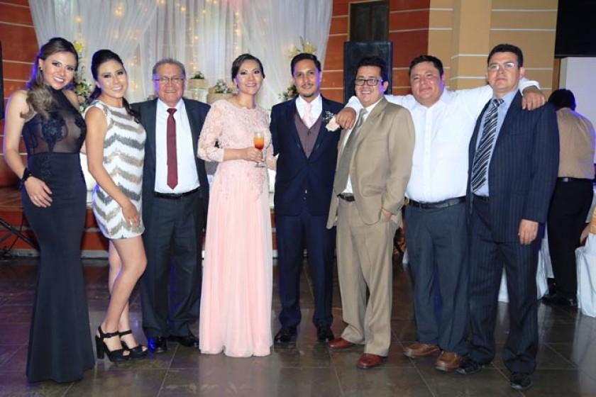 Carla, Camila y Hugo Loayza, los novios, Álvaro, Hugo y Pablo Loayza
