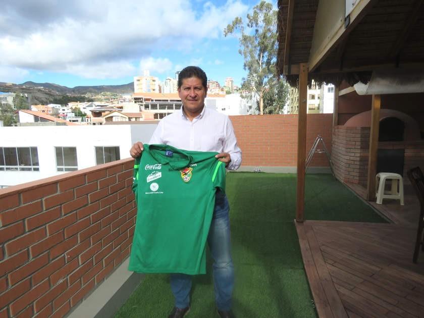 Eduardo Villegas ya se puso la camiseta de la Selección. Gentileza FBF