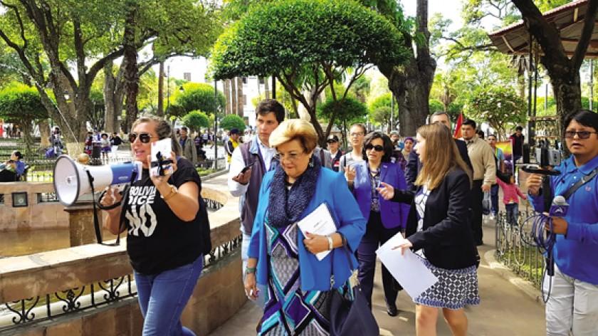 PLAZA 25 DE MAYO. Las plataformas del 21F hicieron escuchar su protesta contra la reelección.