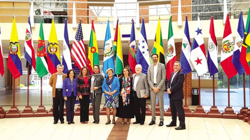 SUCRE. Los comisionados y algunos de los funcionarios de la Comisión Interamericana de Derechos Humanos en el Centro de