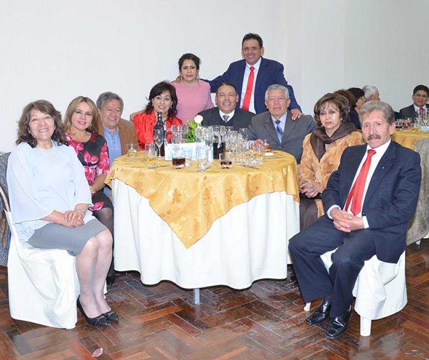 La familia Gumiel Guerrero junto a Daysi Careaga de Cors, Carlos España Sandy, Bernardo Nogales, Mónica Ibáñez, Silvana