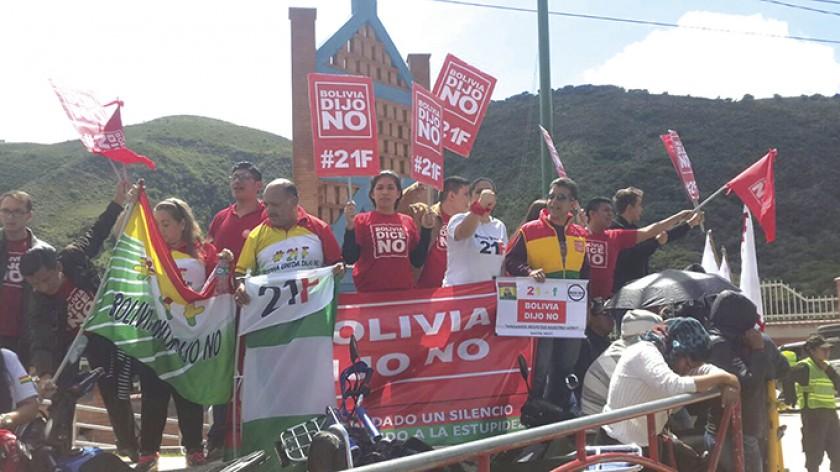 Plataformas. Protestaron fuera del Centro Internacional de Convenciones y Cultura.