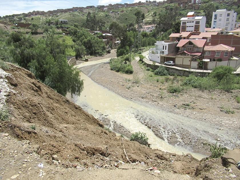 DAÑOS. Granizadas en los Cintis. En Sucre, se desplomaron tres casas y el agua preocupa al barrio Los Ángeles Tucsupaya.