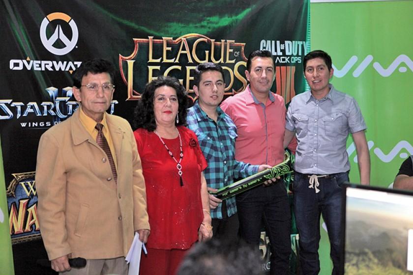 Lucio Cuenca, Ana María Columba, Charlz, Lucio y Michael Cuenca.
