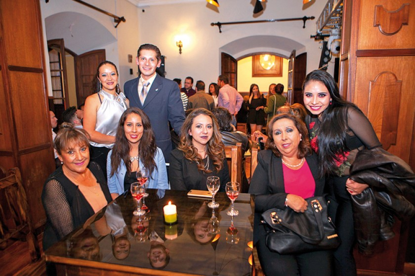 Arriba: Carla Dávalos e Iván Gutiérrez. Abajo: Doris Carrasco, Alexis Sotomayor, Laura Sainz,  Marianela Valda y Nieves