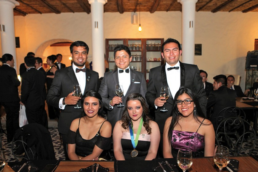 Arriba: Fabricio Núñez, Iván Gutiérrez y Hugo Roberto, Abajo: Daniela Mendoza, Cecilia Ríos y Adriana Gutiérrez.