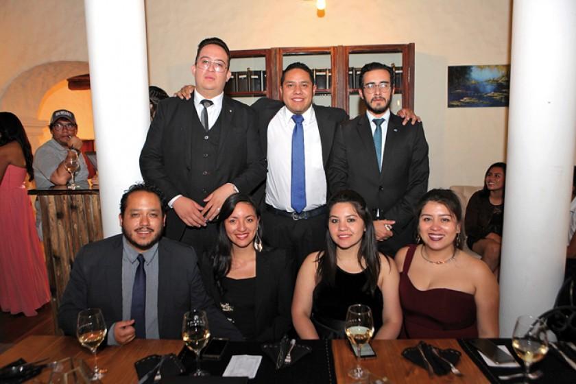 JCI Cochabamba, abajo: Alejandro Leguizamón,  Teresa Lavallen, Jamy Rivera y Valeria Butron.  Arriba: Kevin Cuadros, And