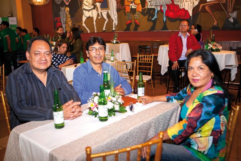 Oscar Navarro, Gustavo Argandoña y Doris Colque.