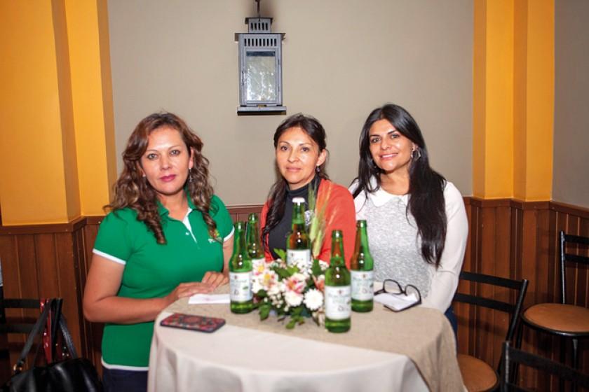 Evelin Cossio, Shirley Calderón y Mauge Taboada.
