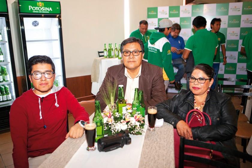 Elmer y Edmundo Yucra y Lorena Bejarano.