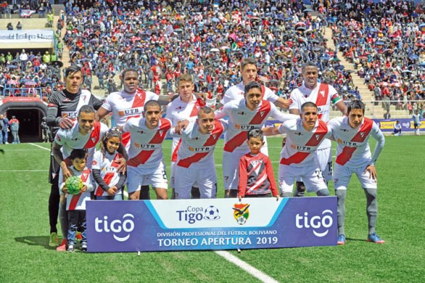 La Academia paceña lidera el Torneo Apertura, mientras que el millonario está en el puesto 11 de la tabla.