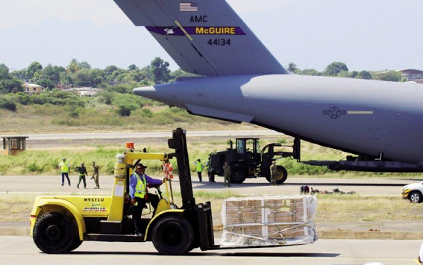 Ayuda. Aviones enviados por EE.UU. aterrizaron ayer en Cúcuta, en la frontera con Venezuela.