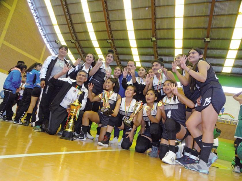 La selección valluna celebra su cuarto título nacional.