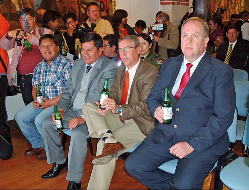 Williams Cervantes, alcalde de Potosí; Juan Carlos Cejas Ugarte, gobernador de Potosí; Juan Pablo Murillo y Carlos Wille