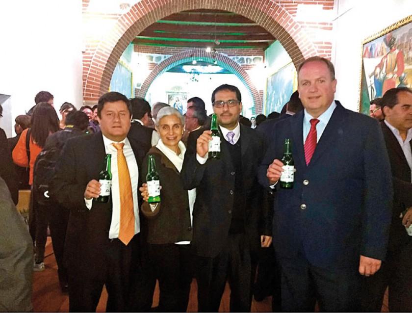 Bernardo Leygue, Cinthia Barrero, Fernando Leygue y Carlos Wille