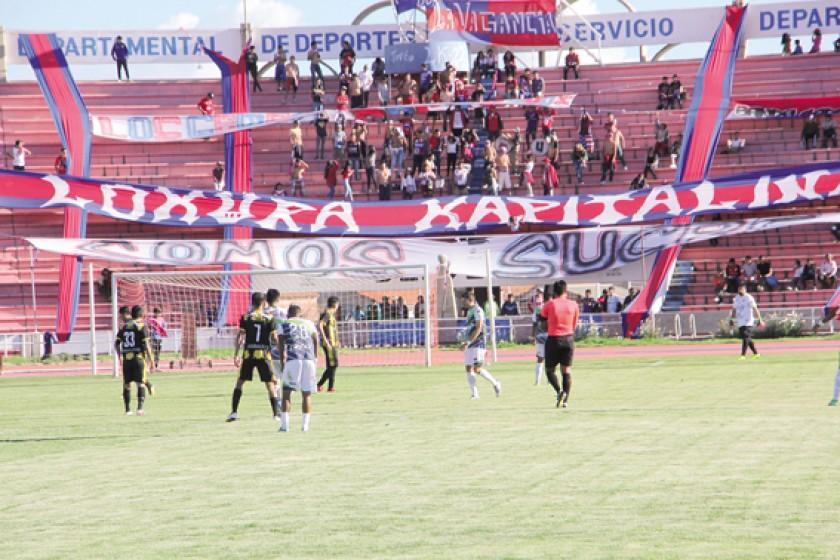 La hinchada de Universitario volvió al estadio Patria.