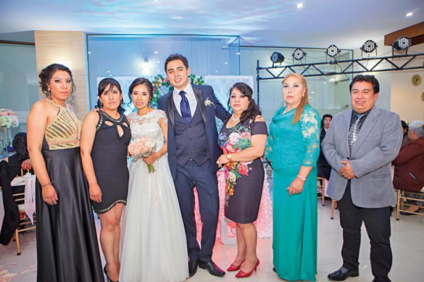 Ángela Vargas, Ximena Rivero, Marcela Cárdenas, Gustavo Ortubé, Isabel Rospigliosi, Norma Ortubé y Luis Rocha