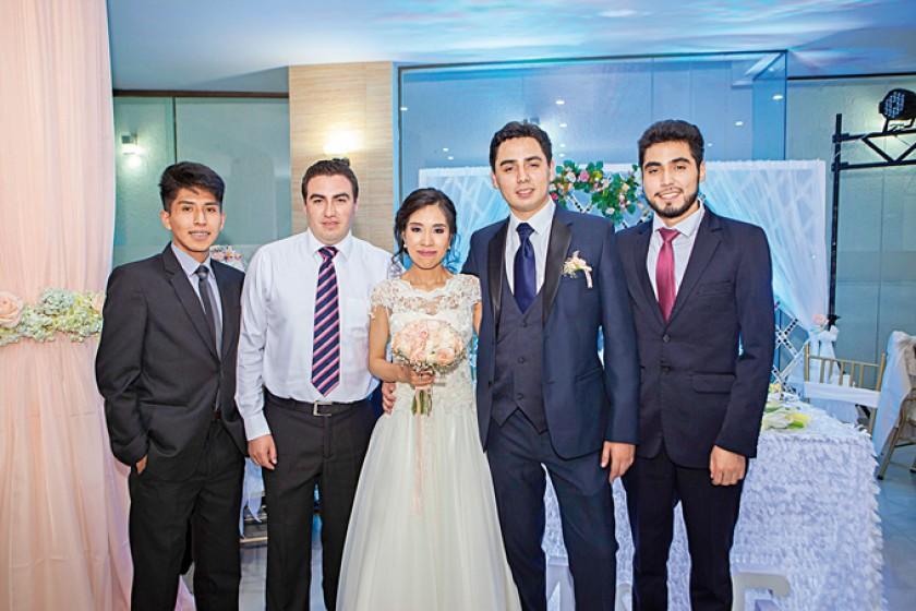 Con los hermanos: A la izquierda, Juan Pablo Cárdenas y Sergio Ortubé; al centro, Marcela Cárdenas y Gustavo Ortubé; a l