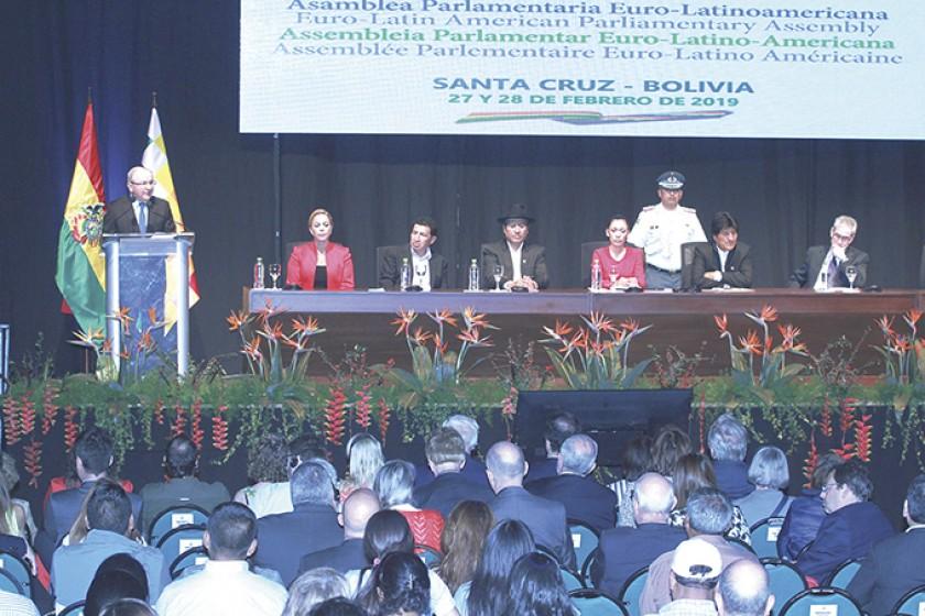 INAUGURACIÓN. La ceremonia que dio paso a la sesión de la EuroLat en Santa Cruz, donde acudieron las principales autorid