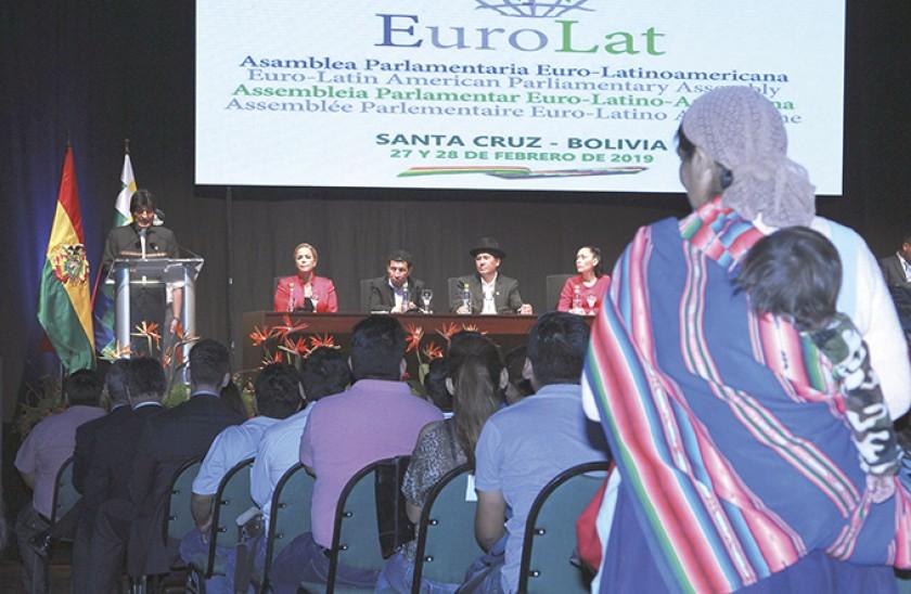 EuroLat insta a negociar un pacto comercial con la Unión Europea