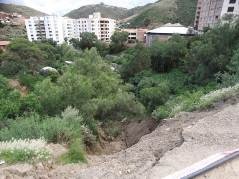 DESLIZAMIENTO. La tierra caída en las últimas lluvias.