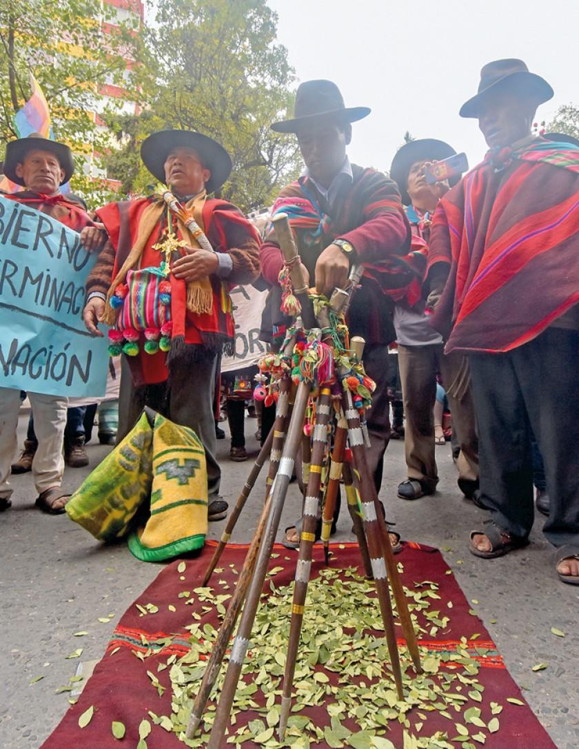 MARCHA. Los originarios llegaron ayer a la ciudad de La Paz.