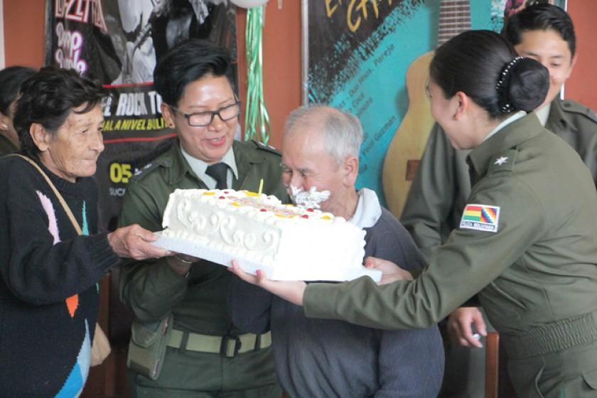 Gregorio celebró 101 años en el Día del Padre sin sus familiares
