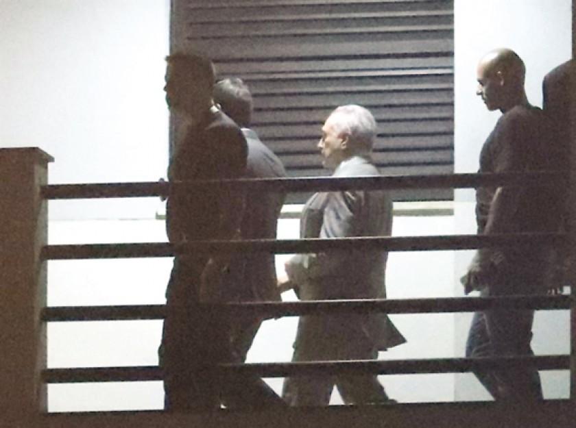 OPERATIVO.  Michel Temer cuando era detenido por la Policía Federal de Río de Janeiro tras una orden emitida