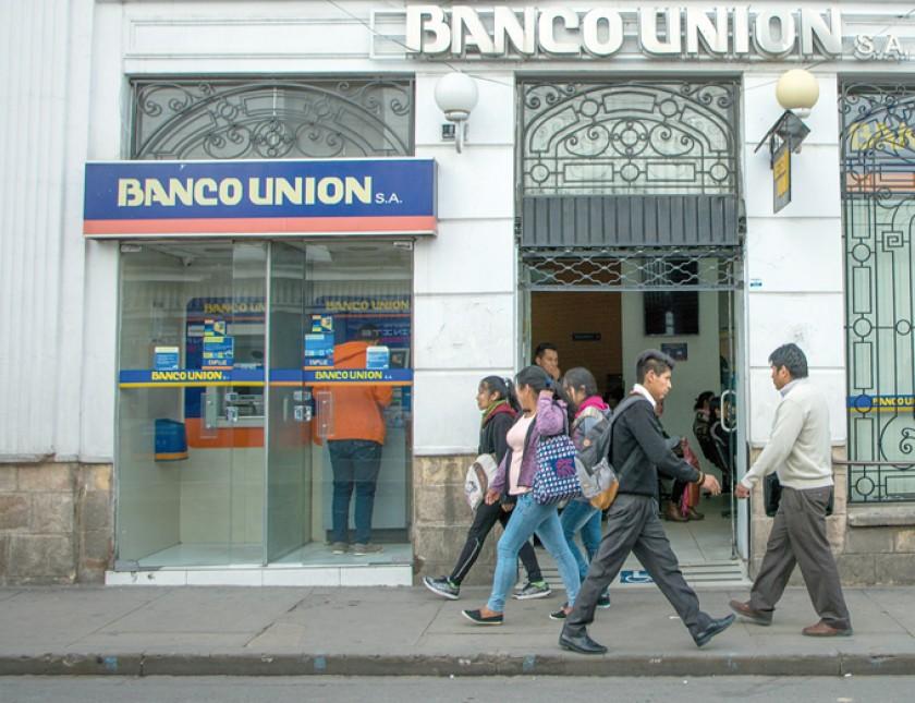 DELITO. Una de las agencias del Banco Unión que fue objeto de robo en la ciudad de Sucre.