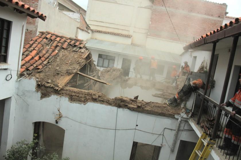 COLAPSO. La Dirección de Riesgos ayudó a varias familias cuyas casas se desmoronaron.