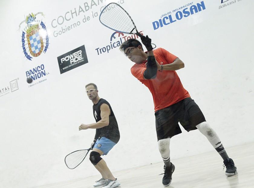 El chuquisaqueño Conrrado Moscoso (d) durante la final.