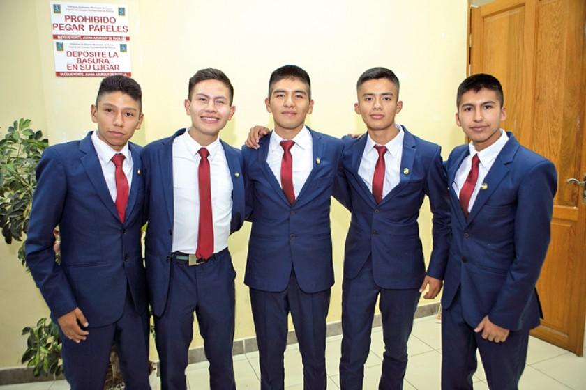 Alexi Auza, Diego Meneses, Julio Rodríguez,  Mirko Flores y Sebastián Urcullo.
