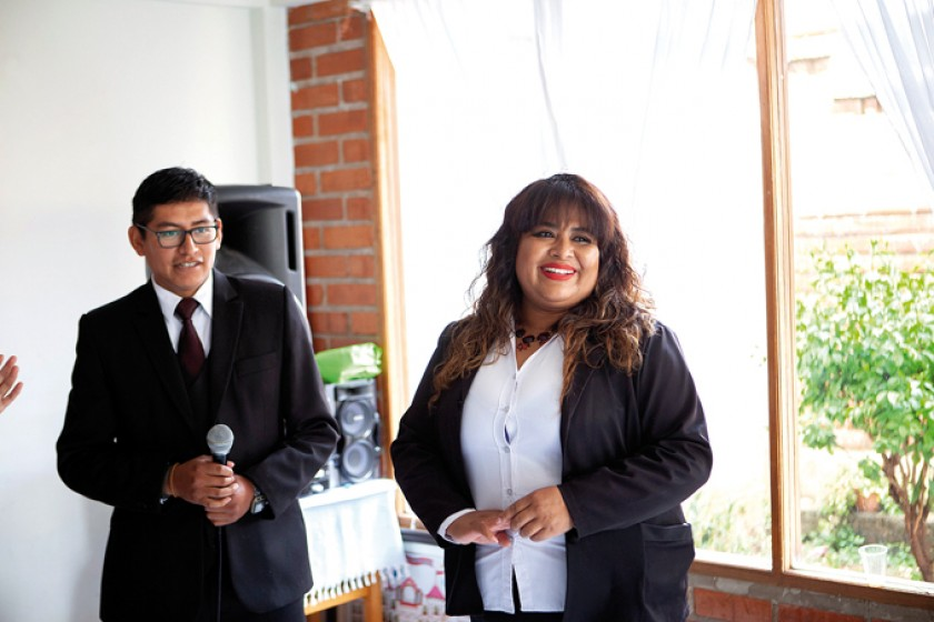 La profesora Carmen Medrano fue felicitada  por su cumpleaños.