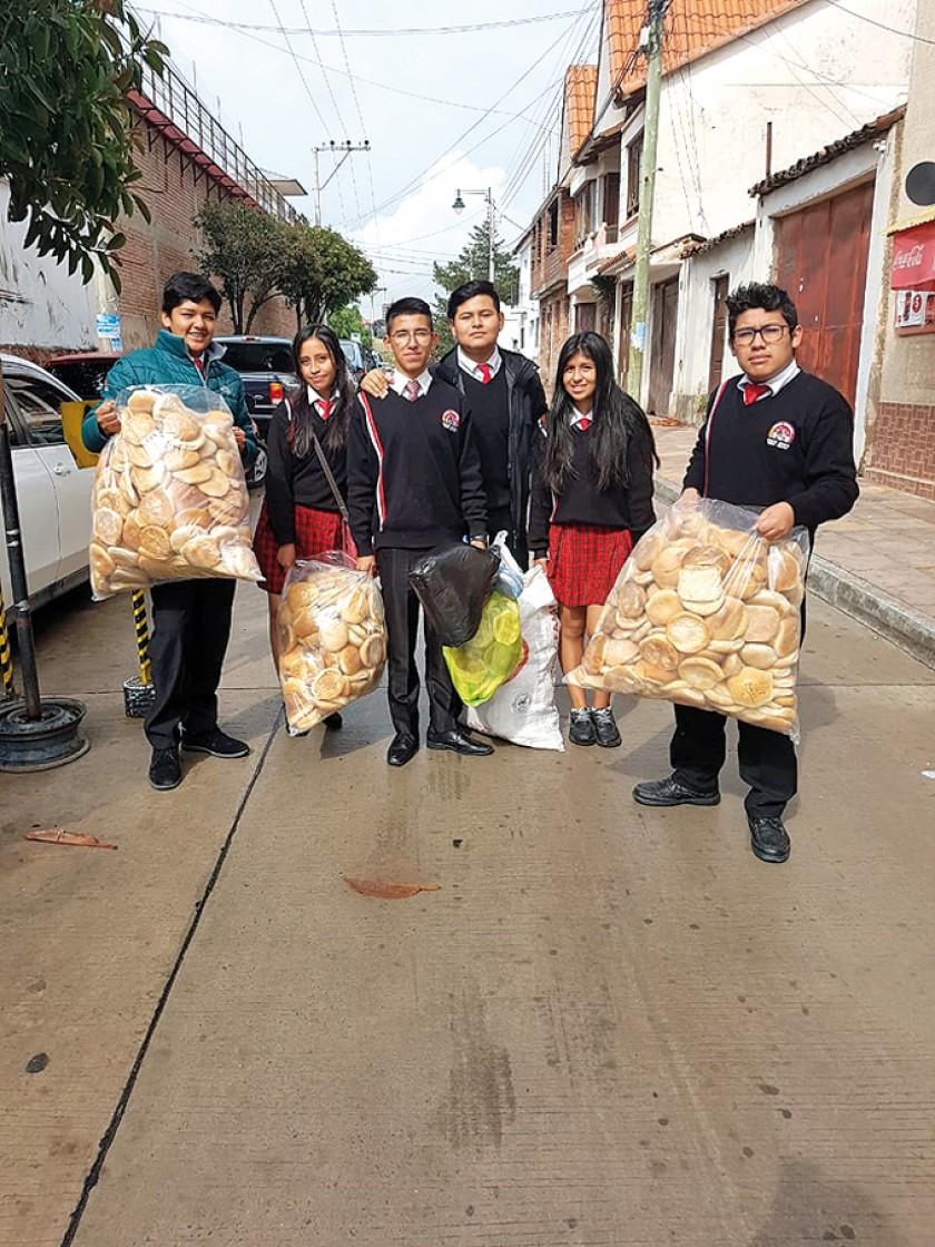 Representantes de la pre promoción entregaron el aporte anual a la penitenciaría San Roque.