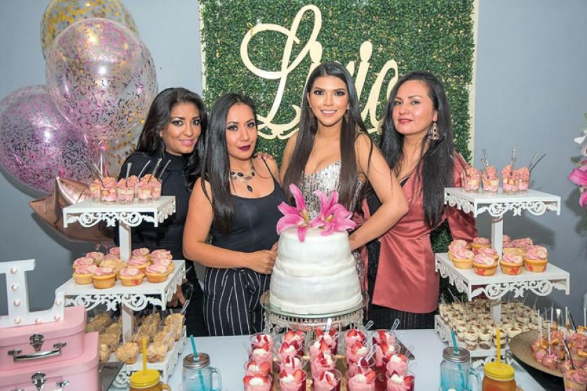 Hazzel Fajardo, Jenny Ramírez, Lirio Betancourt  y Cinthia Rios (directora de la agencia de modelos Angels Models).