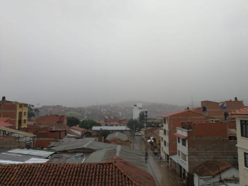 Así se veía la ciudad de Sucre esta mañana. FOTOS: FRANZ TORRES/CORREO DEL SUR