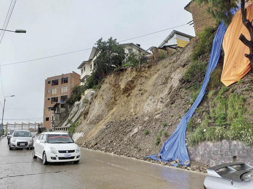 DAÑOS. Se registraron nuevos deslizamientos en la zona de la Facultad de Economía.
