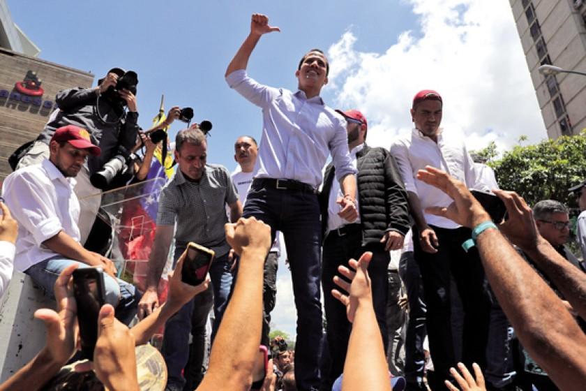 La otra para apoyar al opositor Guaidó.