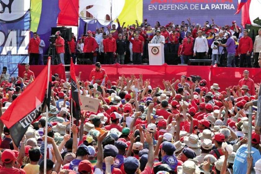 CONTRASTES. Ayer, nuevamente, hubo dos marchas en Caracas: una, a favor de Maduro