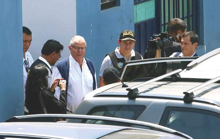 Perú: Detienen a Kucyznski por el caso Odebrecht