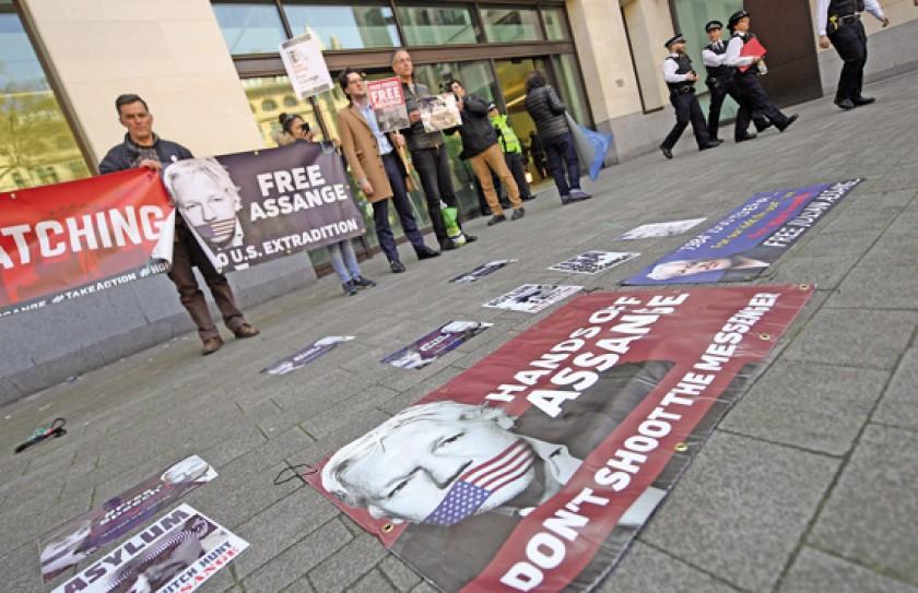 DETENIDO. Julian Assange, permaneció refugiado en la embajada de Ecuador en Londres