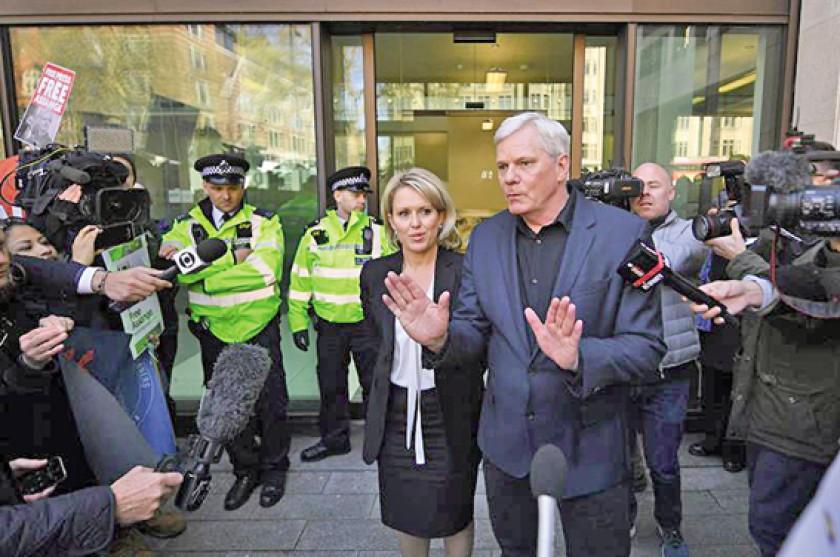 REACCIÓN. El director de WikiLeaks, Kristinn Hrafnsson, ante los tribunales.