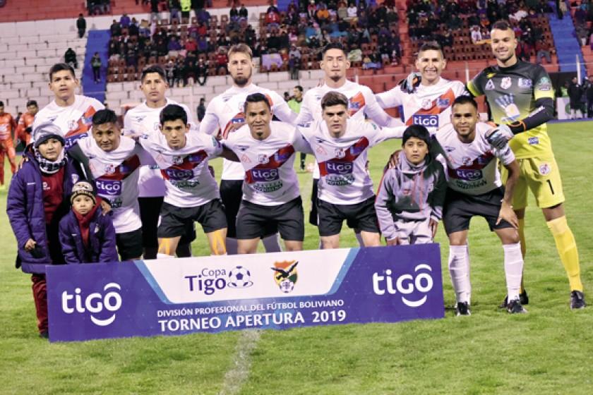 El plantel de Nacional Potosí intentará quitar del camino a Bolívar en el estadio Victor Agustín Ugarte.
