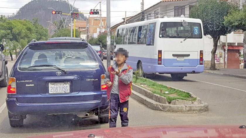 NIÑOS. Mientras muchos fueron agasajados otros pasaron el 12 de Abril trabajando en las calles.